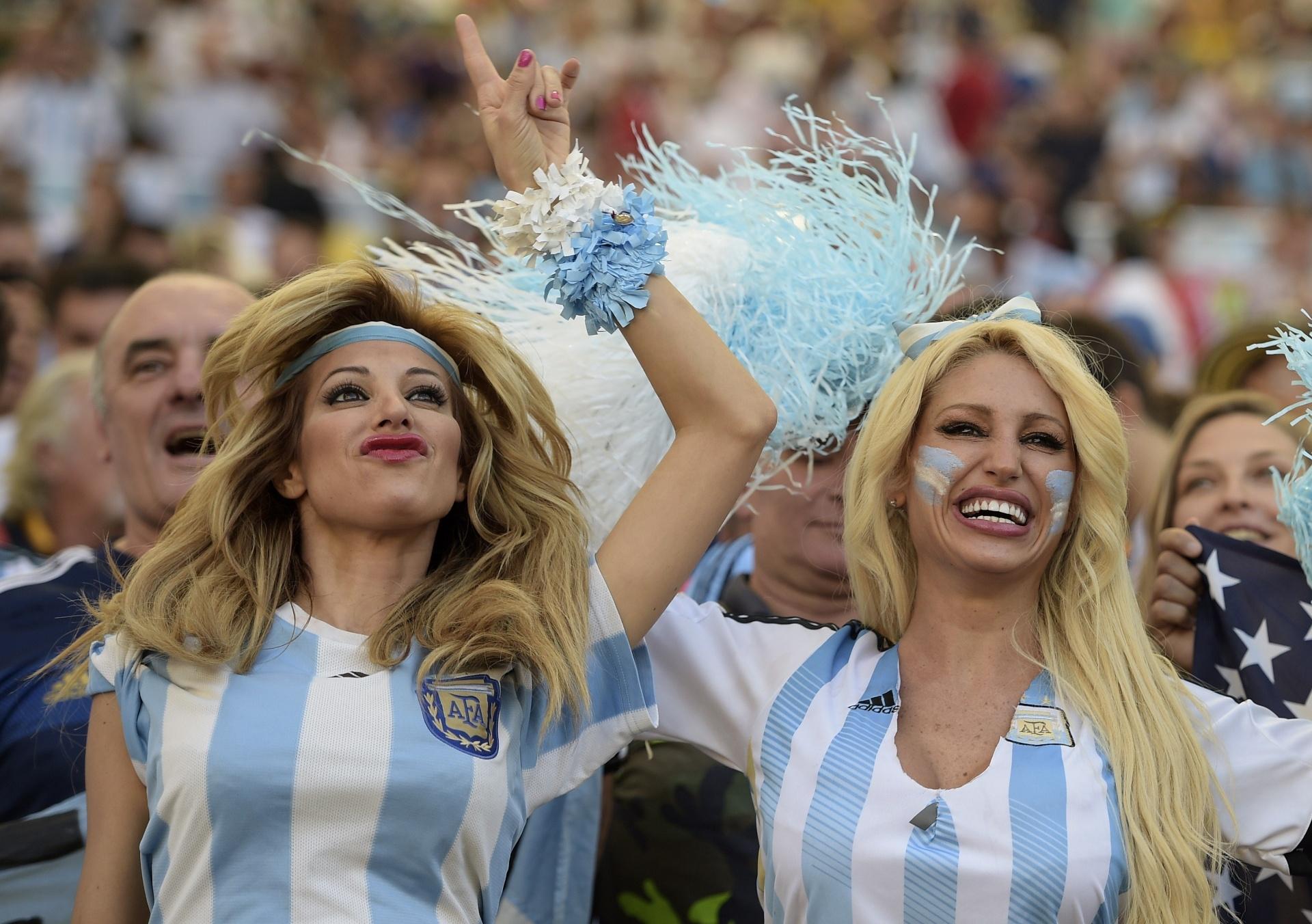 Torcedoras argentinas fazem festa no Maracanã antes da final contra a Alemanha