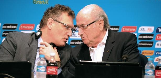 Jérôme Valcke (esq.), secretário-geral da Fifa, ao lado de Joseph Blatter, presidente reeleito da entidade