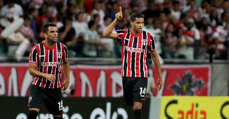 Alan Kardec comemora primeiro gol pelo São Paulo em jogo oficial