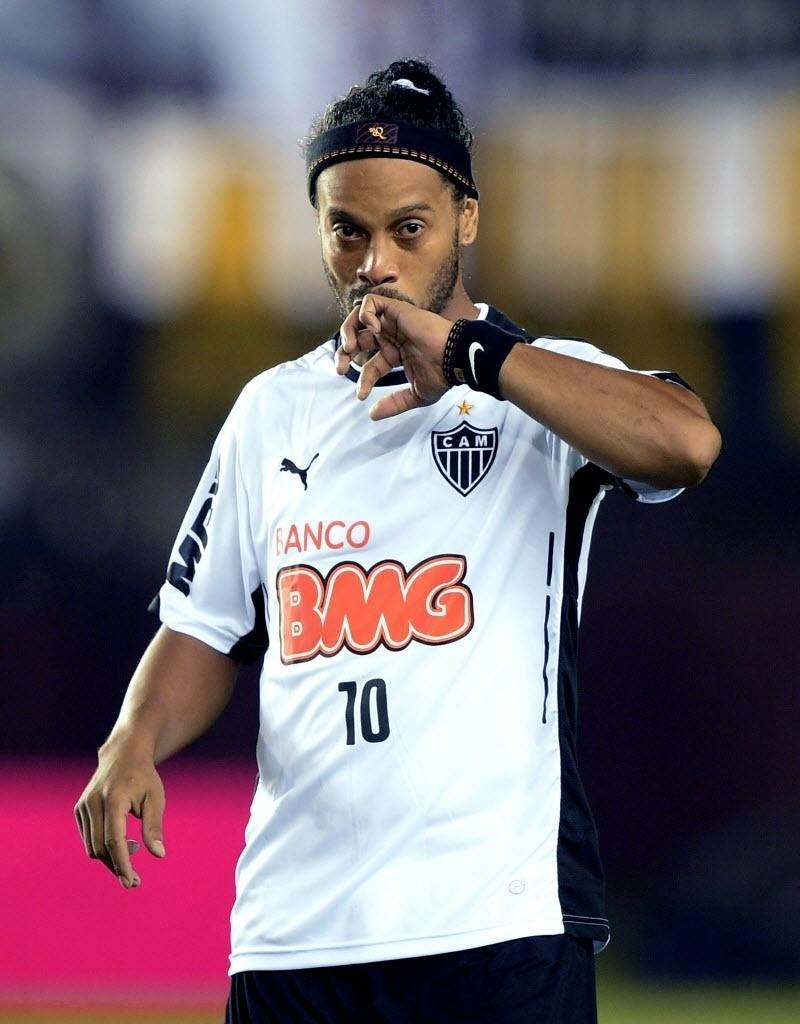 Ronaldinho Gaúcho momentos antes do início da Recopa entre Lanús e Atlético-MG