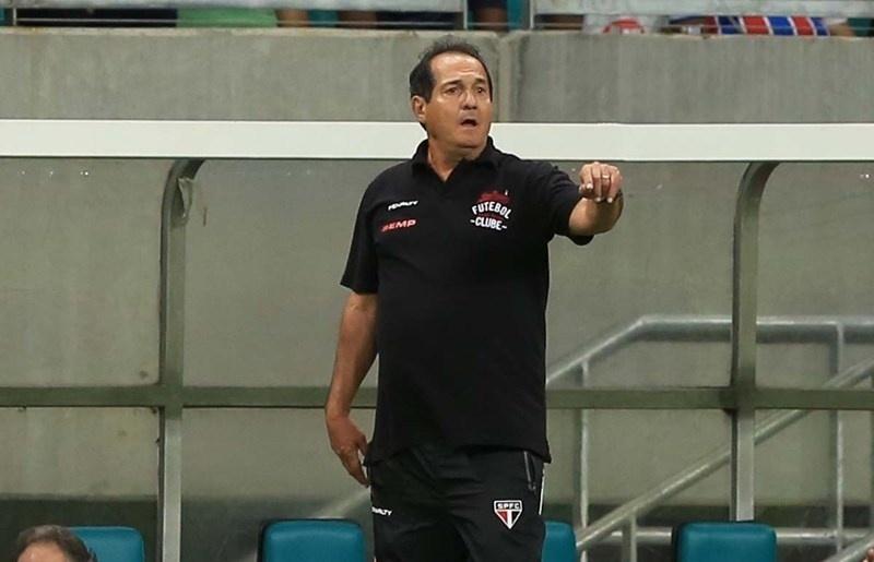 Muricy Ramalho orienta equipe do São Paulo contra o Bahia pelo Campeonato Brasileiro