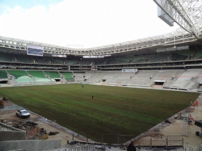 O estádio do Palmeiras finalizou nesta sexta a plantação de seu gramado