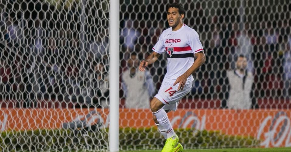 Alan Kardec, atacante do São Paulo, lamenta chance desperdiçada durante jogo contra a Chapecoense