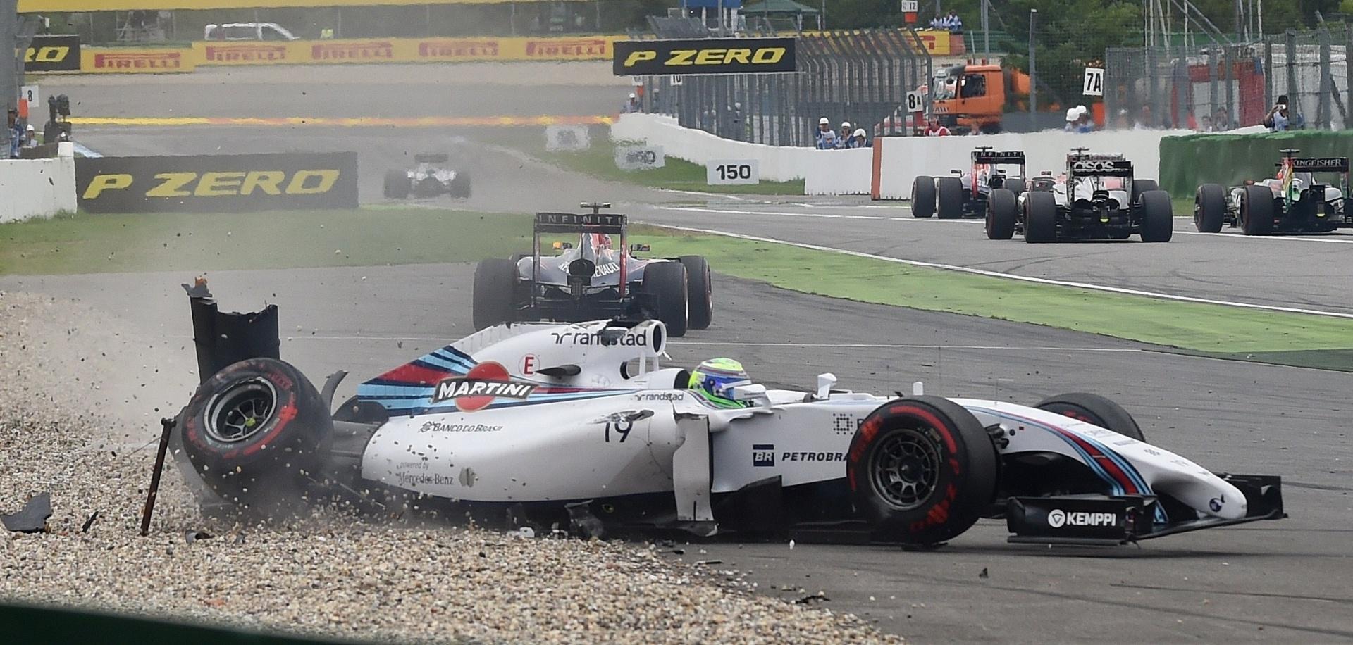 20.jul.2014 - Felipe Massa abandona o GP da Alemanha após se chocar com Magnussen na primeira curva