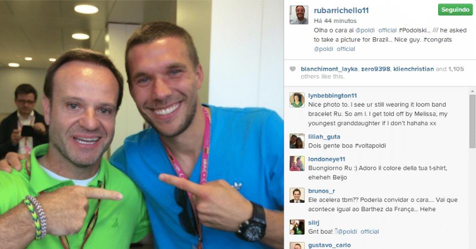 20.jul.2014 - Rubens Barrichello encontra o atacante alemão Lukas Podolski nos boxes do circuito de Hockenheim, antes do GP da Alemanha e publica foto no Instagram: