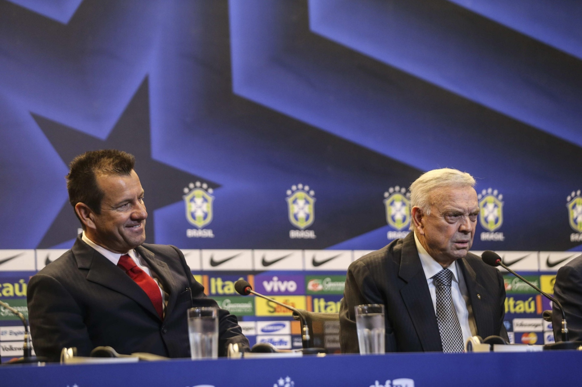 Dunga e o presidente da CBF, José Maria Marin, na coletiva de apresentação do técnico na seleção