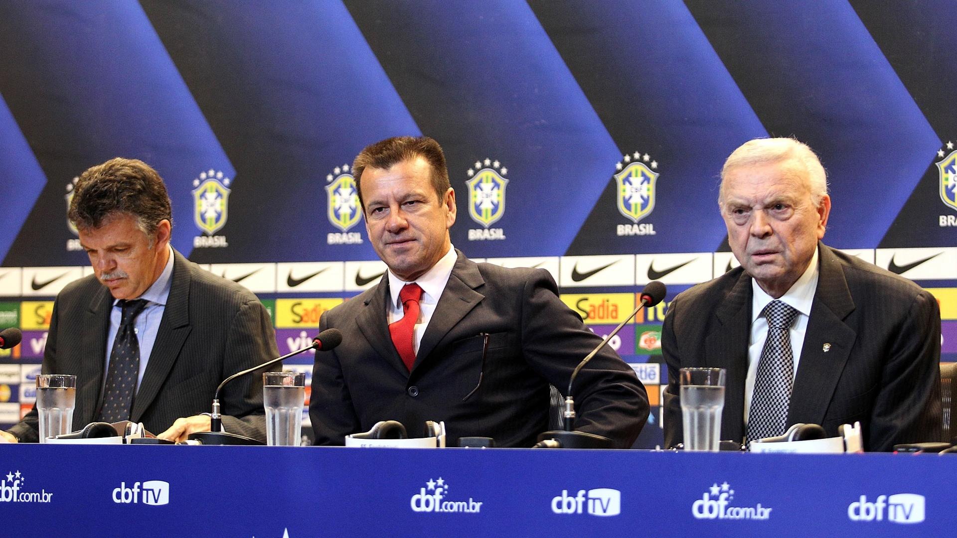 Gilmar Rinaldi, coordenador geral da CBF, Dunga, técnico da seleção, e José Maria Marin, presidente da CBF