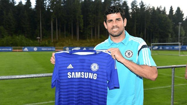 Diego Costa exibe camisa do Chelsea, seu novo clube