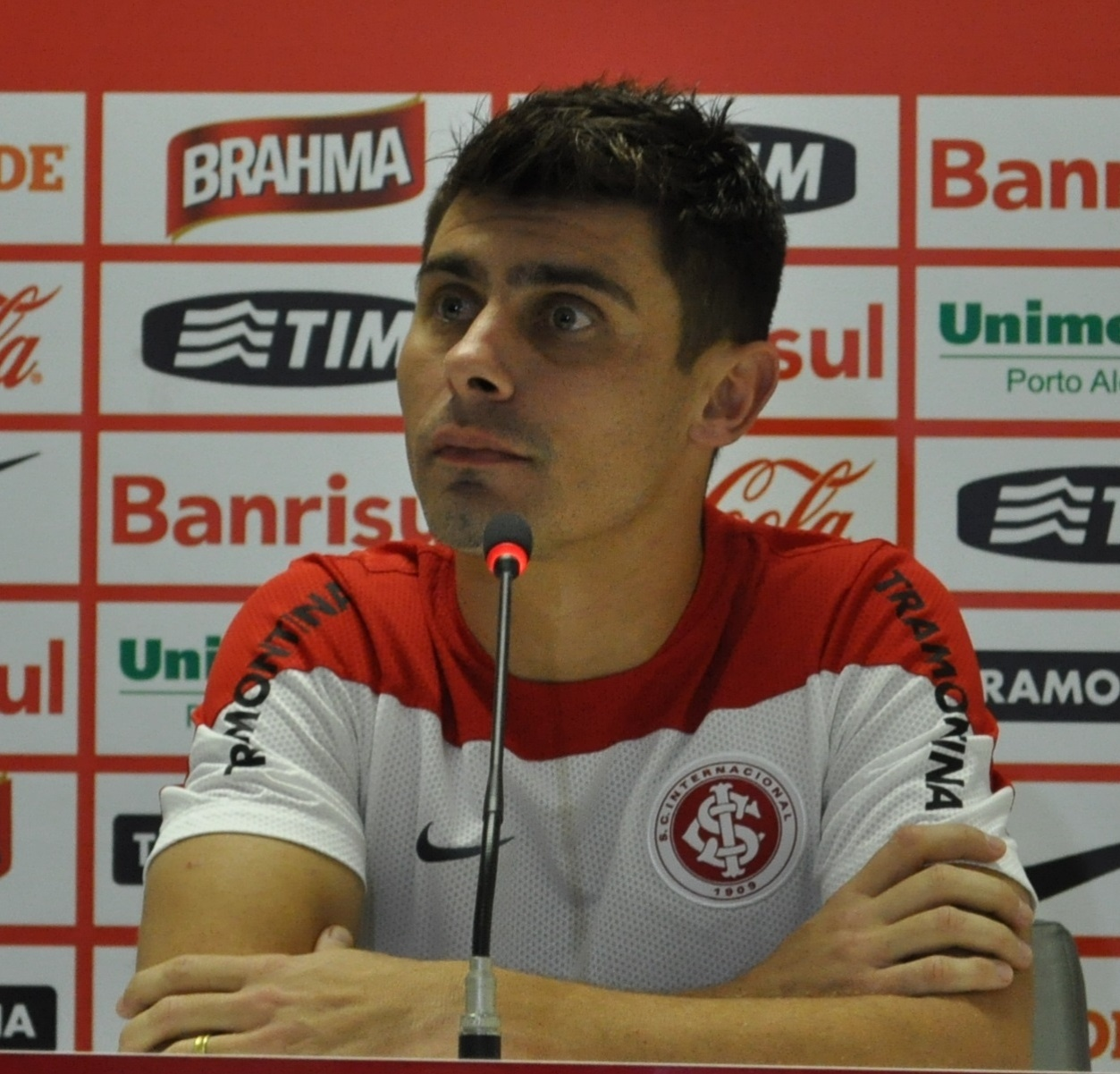 24 jul 2014 - Alex concede entrevista coletiva após treinamento do Inter