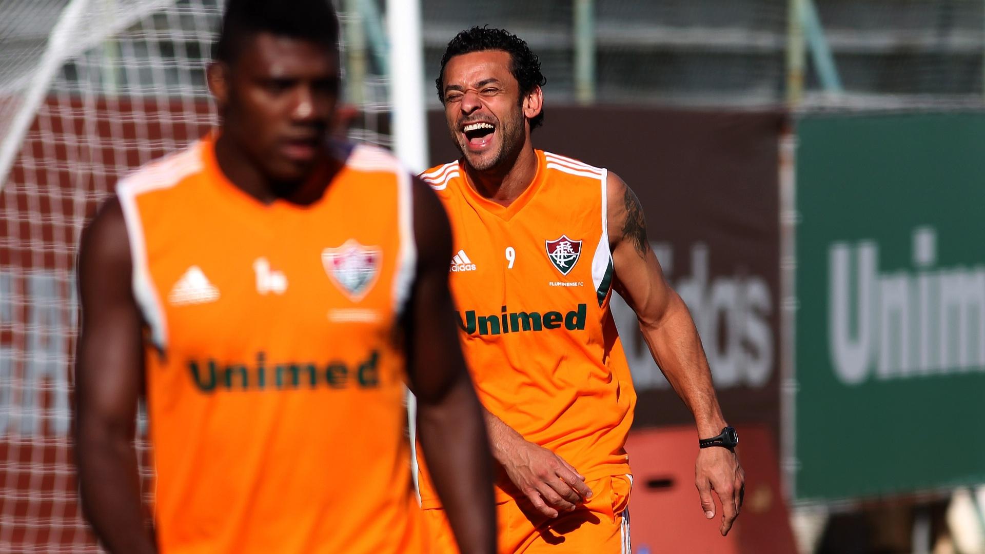 24 jul. 2014 - Atacante Fred, de volta ao Fluminense após folga por causa da Copa, solta gargalhada durante treinamento nas Laranjeiras