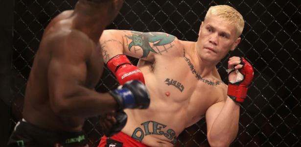 Joe Riggs voltaria ao UFC em Brasília se não tivesse dado em tiro acidental na mão