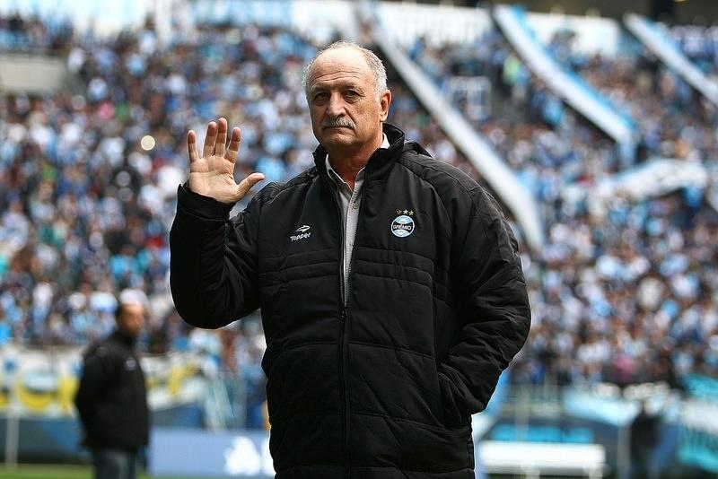 30 jul 2014 - Felipão chega ao Grêmio e assume o time 18 anos após sua saída