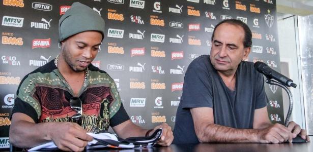 Em 2012, Kalil contratou Ronaldinho Gaúcho para reforçar o Atlético-MG
