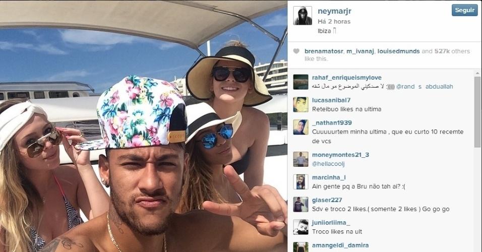 Em meio a especulação sobre fim do namoro, Neymar curte férias sem Bruna Marquezine em Ibiza
