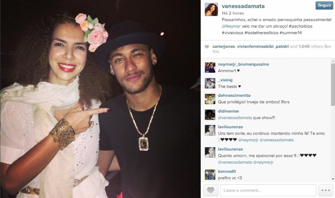 Celebridades como a cantora Vanessa da Mata também aproveitaram para tirar uma casquinha do atacante