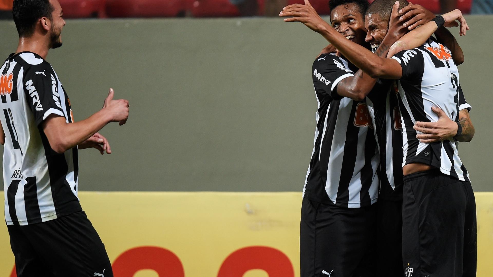 Jogadores do Atlético-MG comemoram gol contra o Atlético-PR pelo Brasileirão