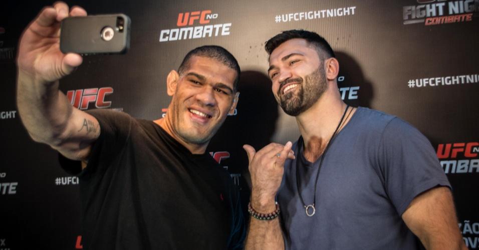 Antonio Pezão e Andrei Arlovski tiram selfie antes de se enfrentarem no UFC em Brasília