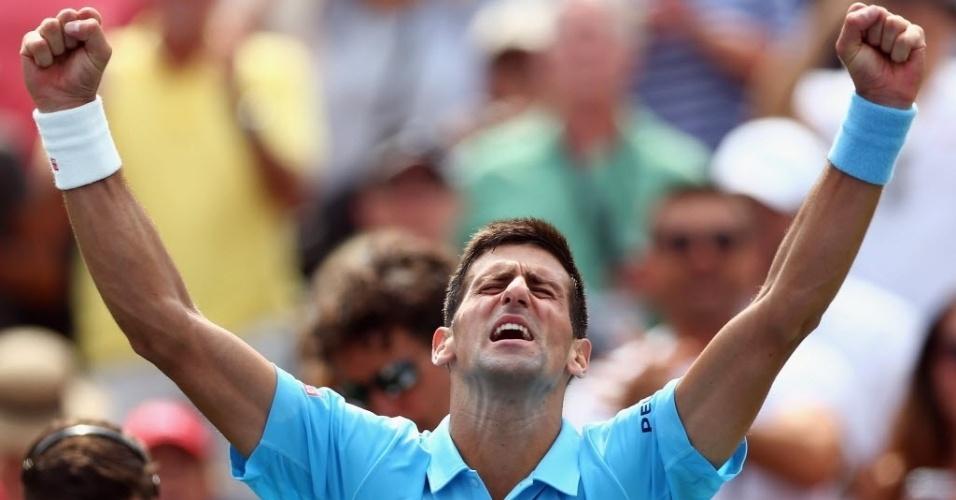 Novak Djokovic vibra muito após a sofrida vitória sobre Gael Monfils