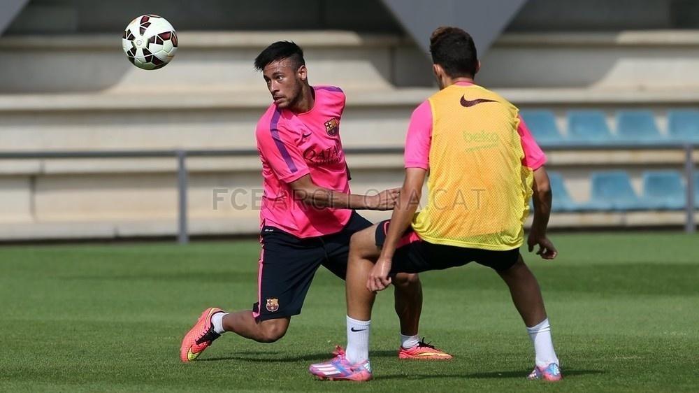 Neymar participou de treinamento com bola no Barcelona pela primeira vez após lesão nas costas