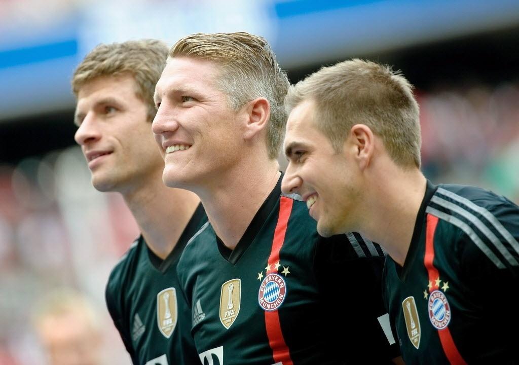 Muller, Schweinsteiger e Lahn posam na apresentação do elenco do Bayern para a temporada
