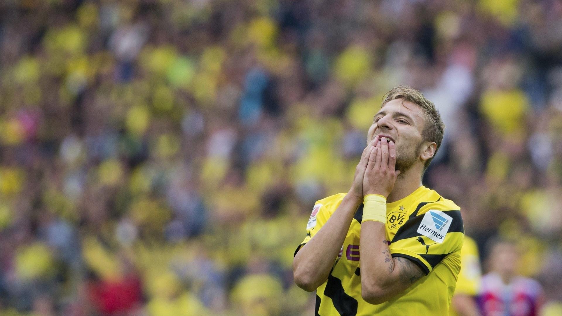 Atacante Immobile, do Borussia Dortmund, lamenta chance perdida no jogo contra o Bayern de Munique, pela Supercopa da Alemanha