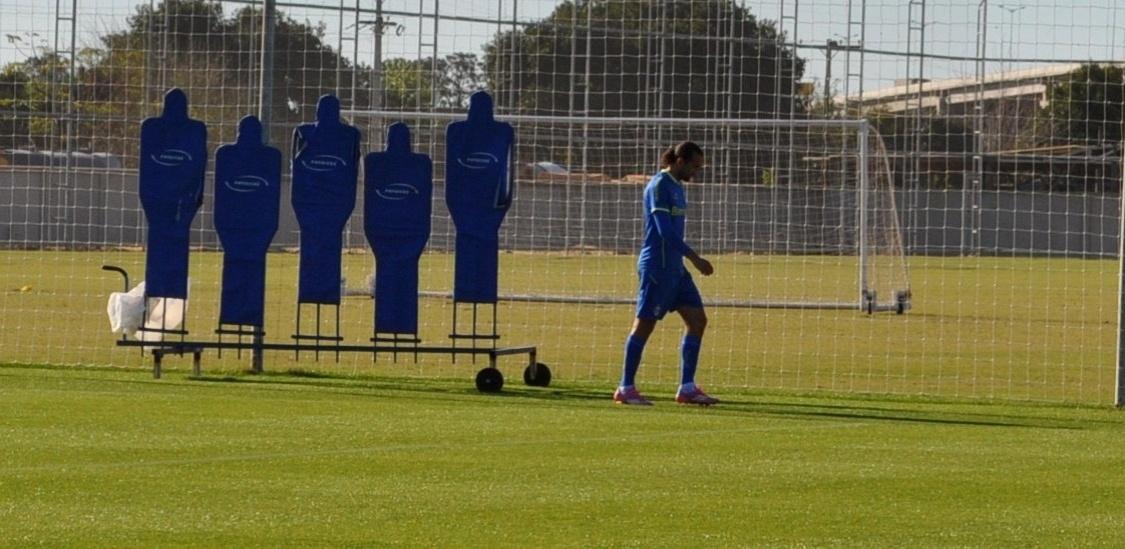 14 ago 2014 - Barcos deixou treinamento do Grêmio com lombalgia