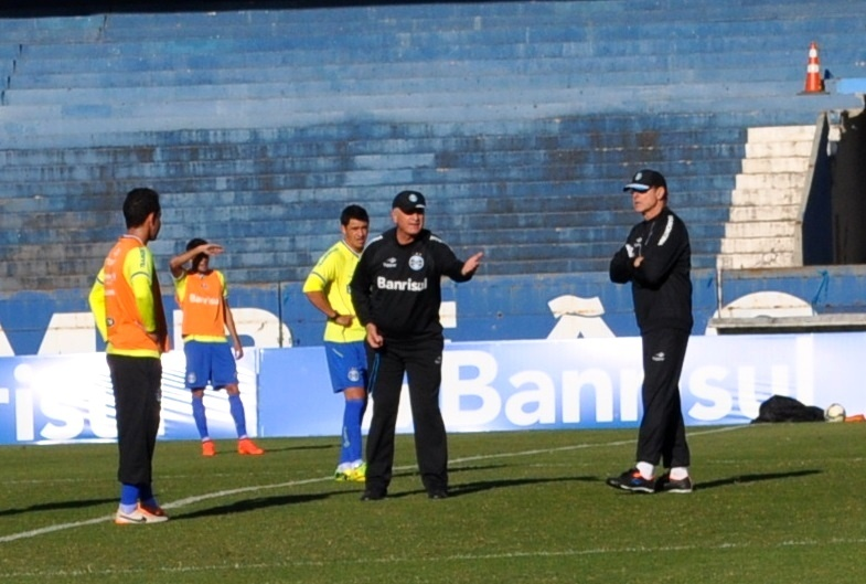 14 ago 2014 - Felipão divide trabalho com Ivo Wortmann em treinamento do Grêmio
