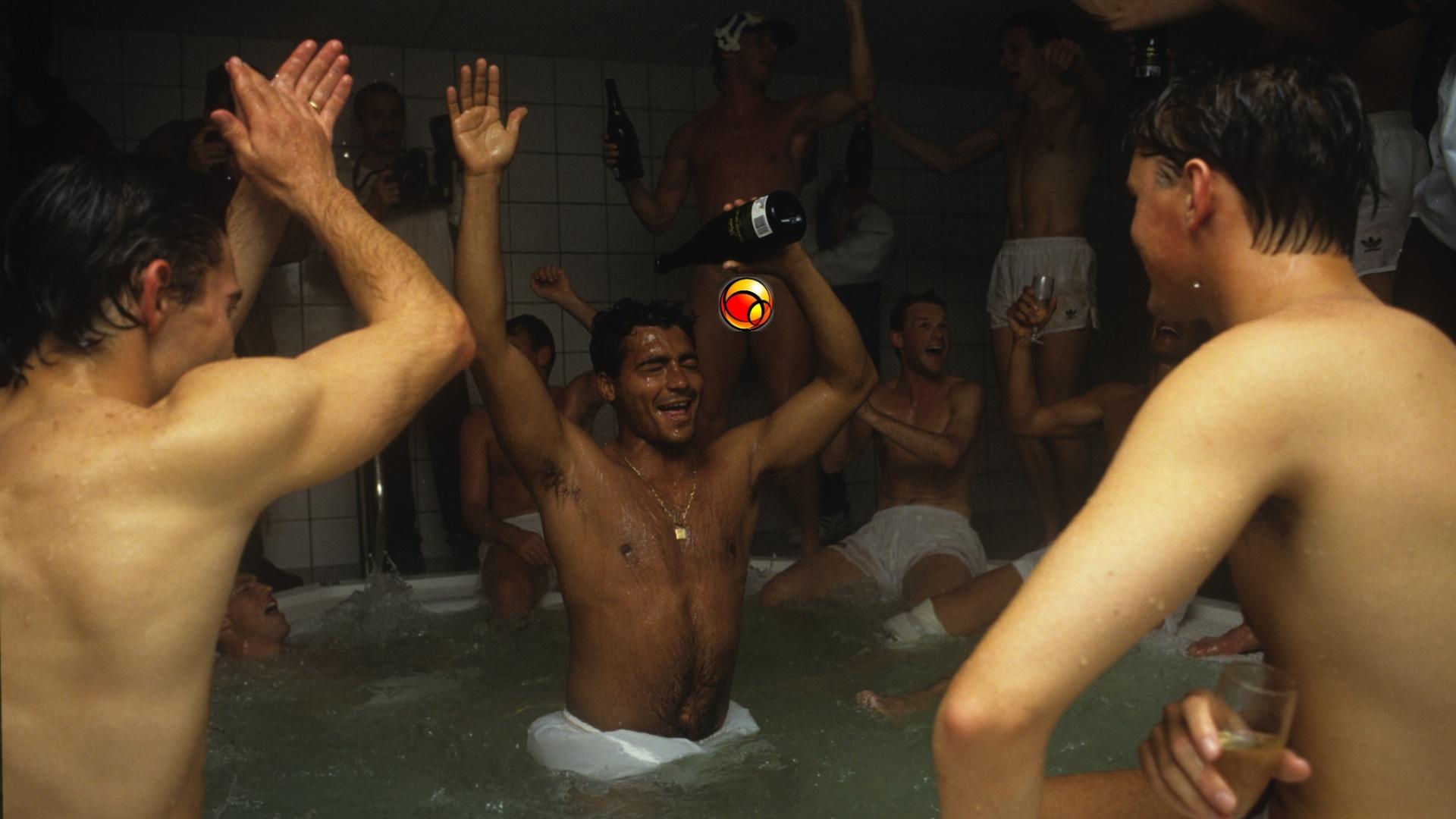 Romário comemora após jogo entre PSV e Volendam, em 1991, pelo Campeonato Holandês, em Eindhoven