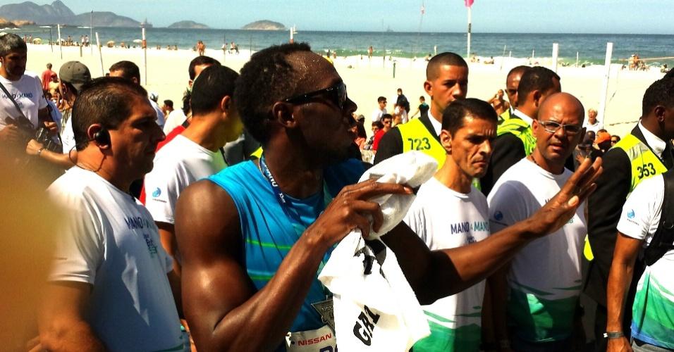 17.ago.2014 - Usain Bolt dança e leva o público ao delírio após vencer desafio dos 100m no Rio de Janeiro