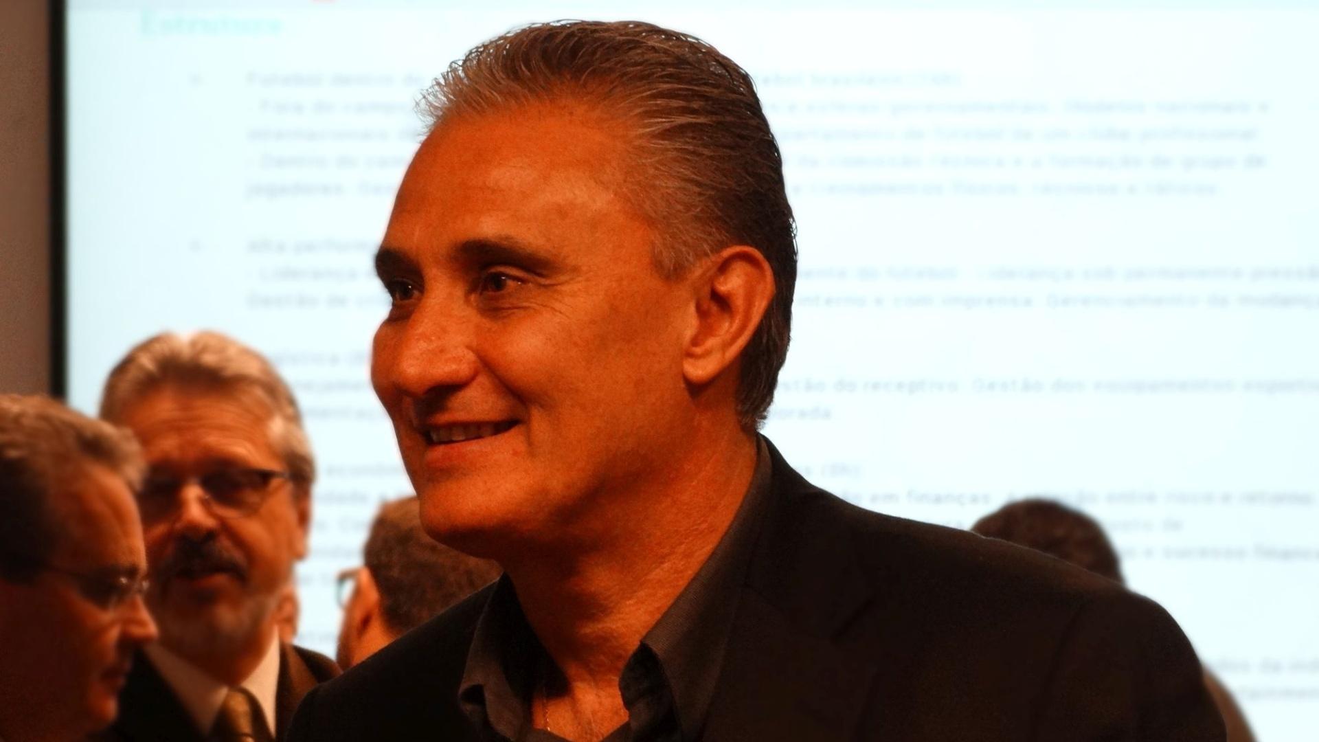 19.08.2014 - Tite durante lançamento de curso de CEO de futebol em Porto Alegre