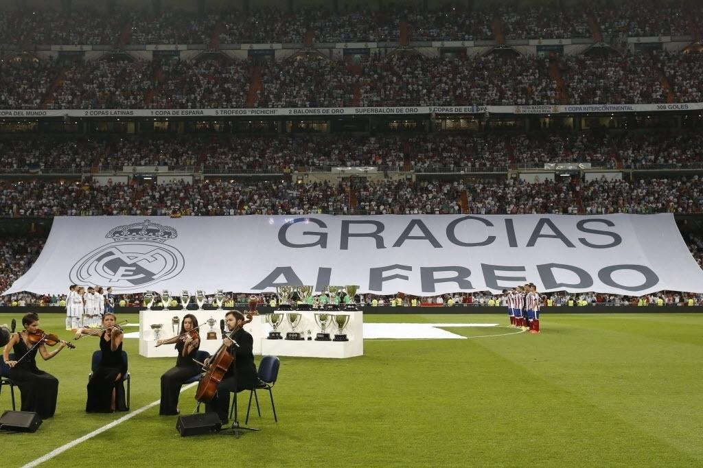 Antes do jogo, homenagem a Alfredo Di Stéfano no Santiago Bernabéu