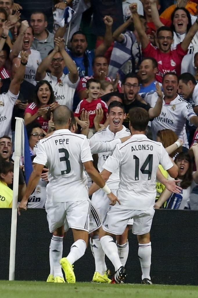 James Rodríguez comemora após marcar o primeiro gol do Real na Supercopa