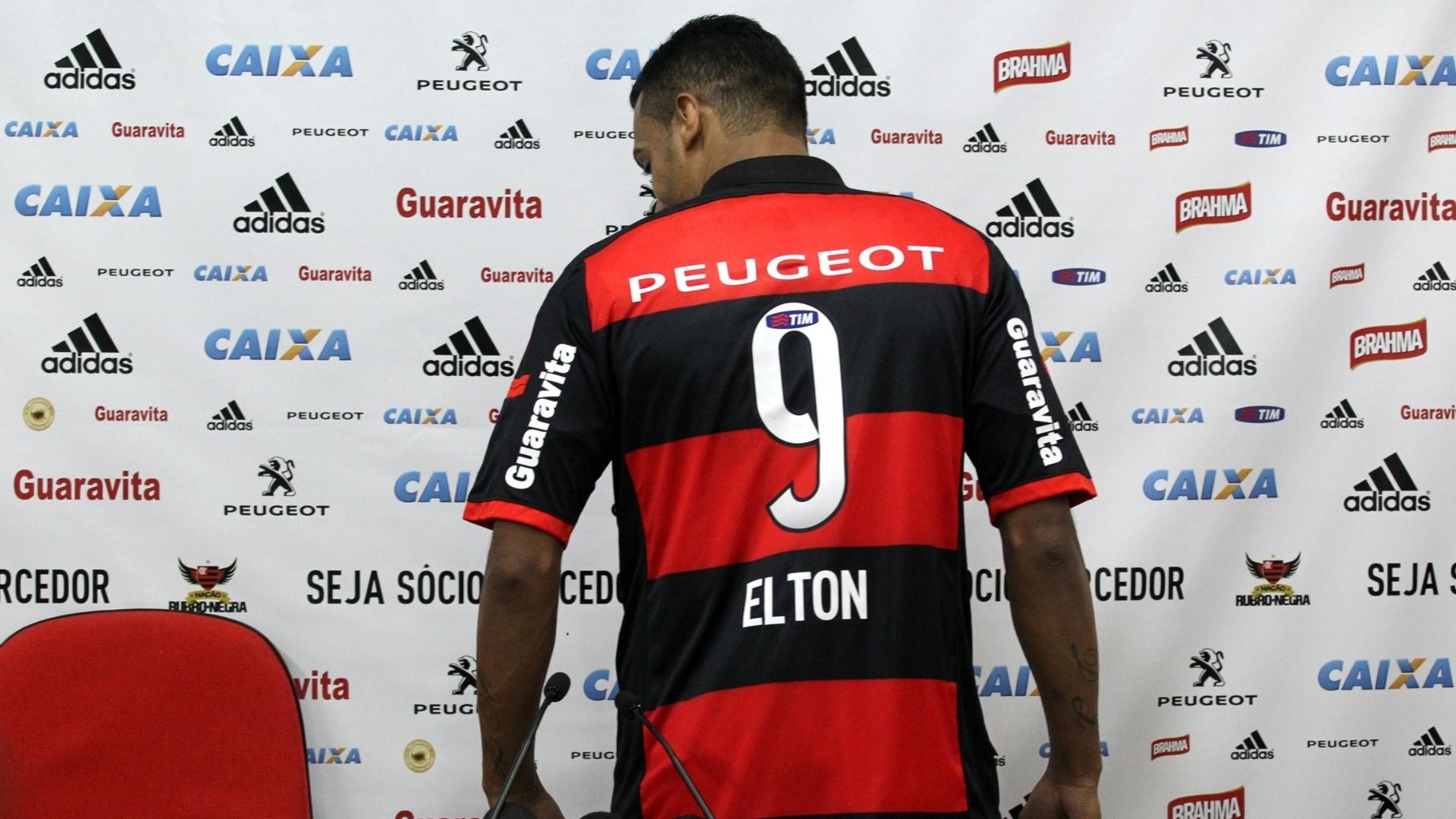 21 ago. 2014 - Com a camisa número 9, atacante Elton é apresentado pelo Flamengo no Ninho do Urubu
