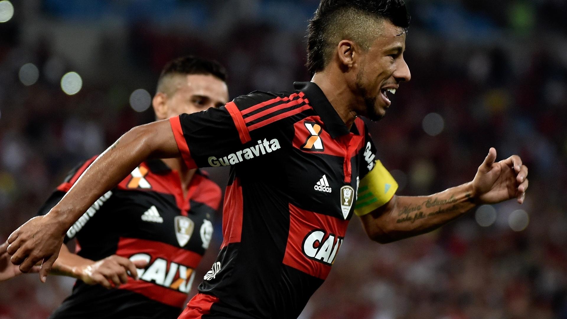 Léo Moura comemora o gol de empate do Flamengo, de pênalti