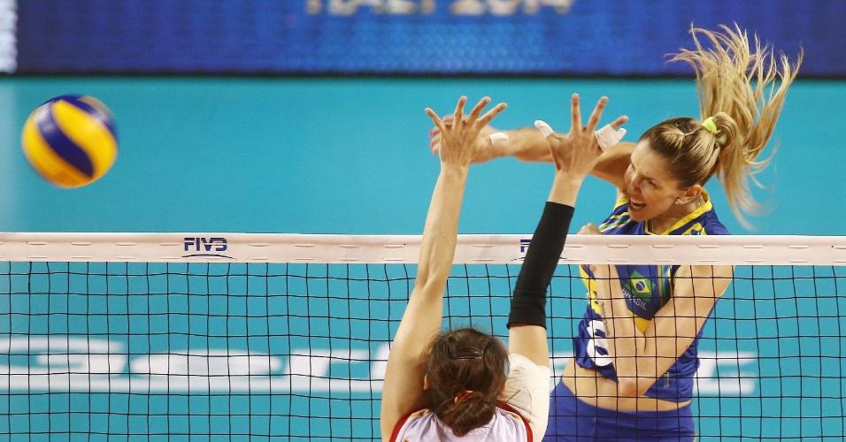 Thaísa foi um dos destaques da seleção brasileira nesta quinta-feira