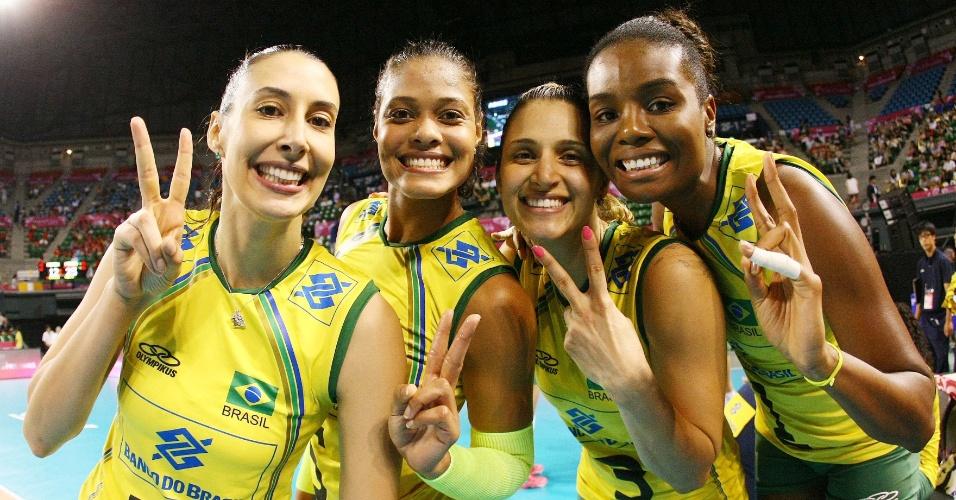 Brasileiras comemoram a vitória sobre a Bélgica nesta sexta-feira, por 3 a 0