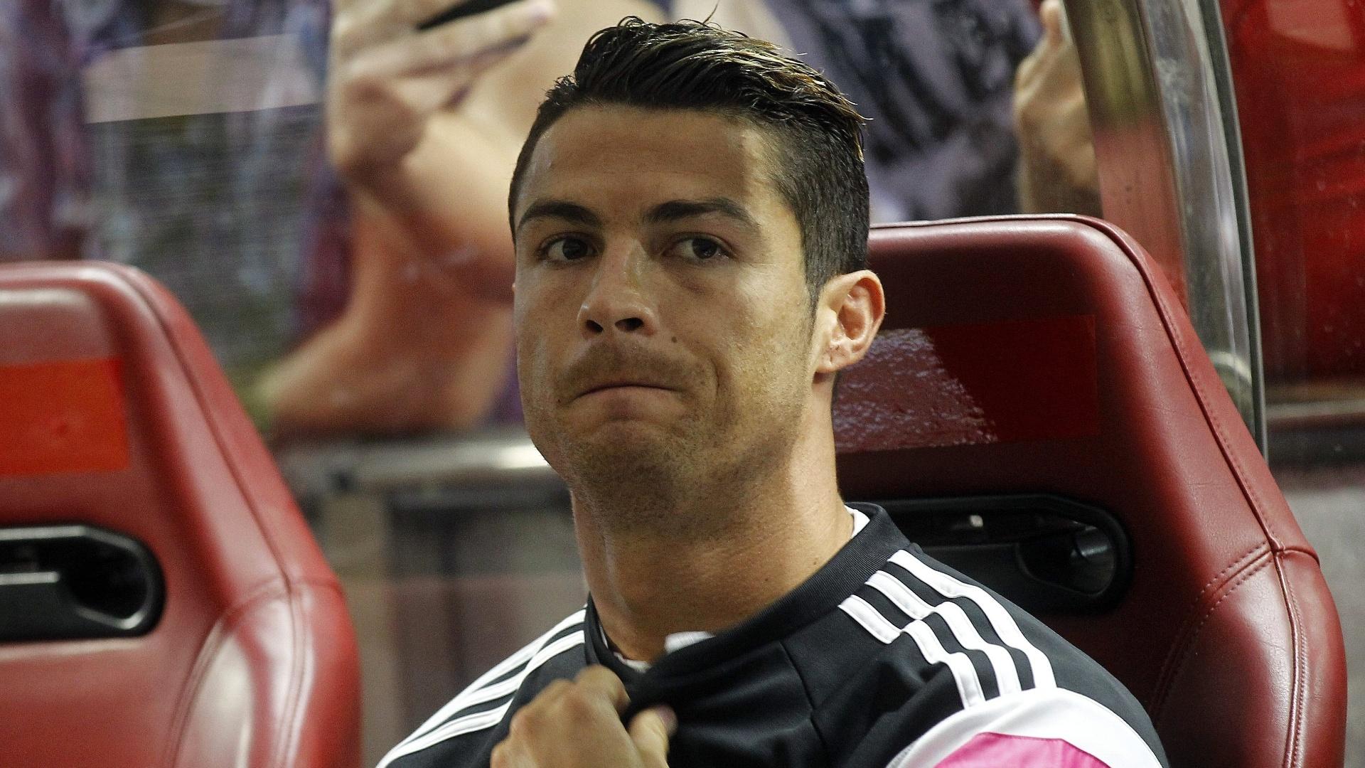Cristiano Ronaldo começou a partida contra o Atlético de Madri pela final da Supercopa no banco de reservas
