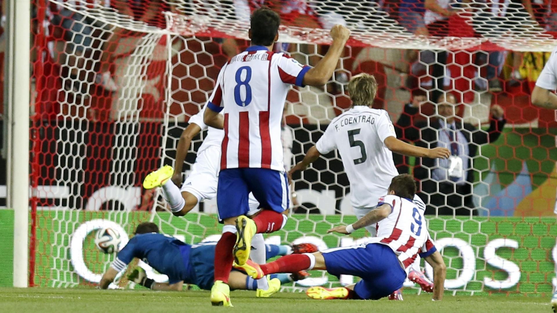 Manzukic faz 1 a 0 para o Atlético de Madri logo no início de partida contra o Real Madrid pela Supercopa da Espanha