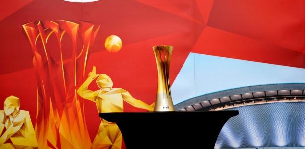 Taça do Mundial Masculino de Vôlei estava no Brasil para exposição