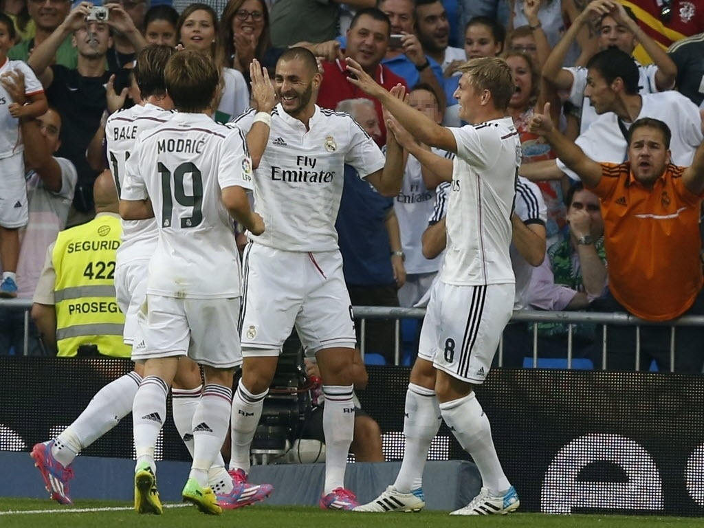 Jogadores do Real Madrid comemoram gol contra o Córdoba pelo Campeonato Espanhol
