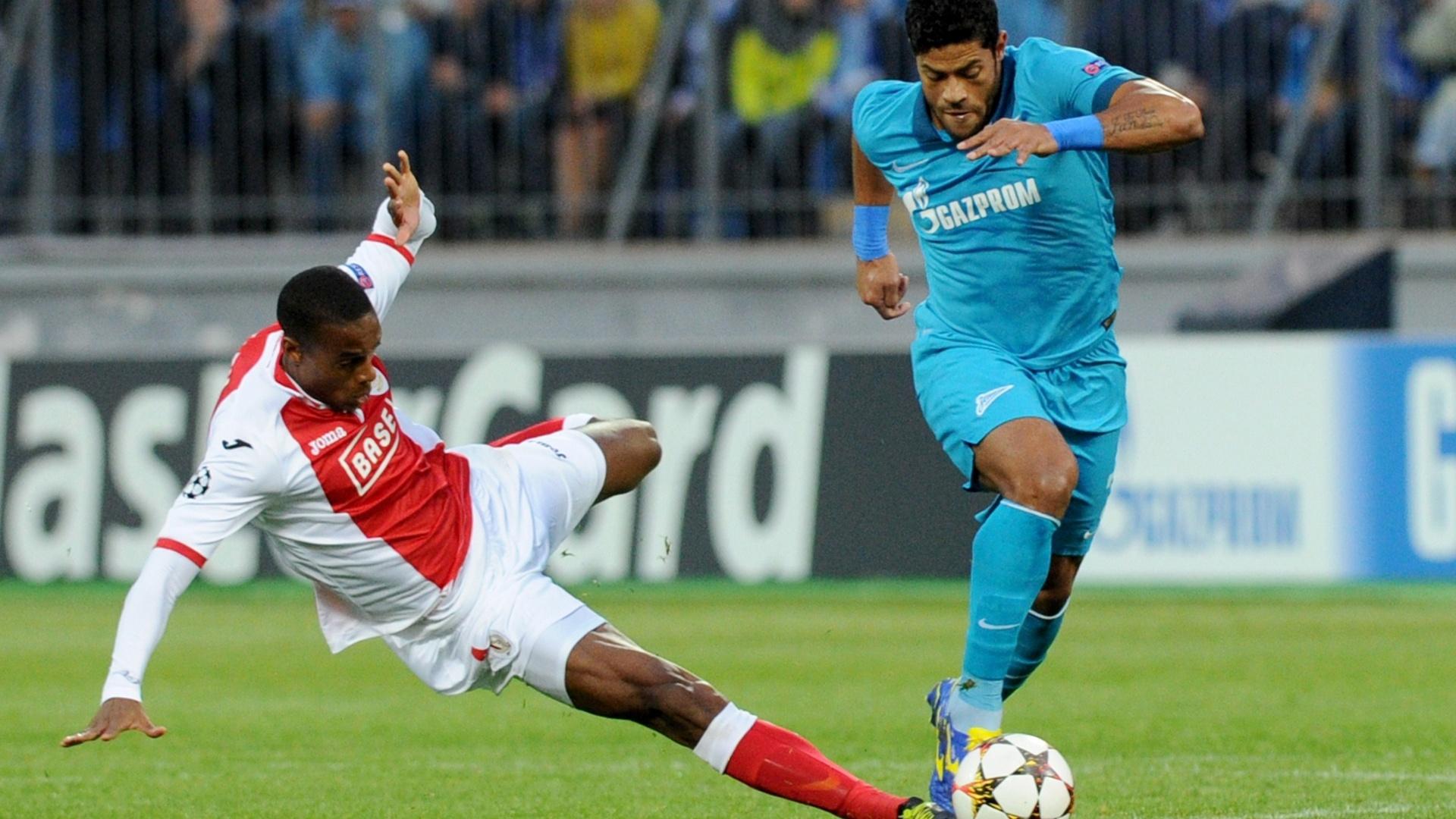 26.08.2014 - Hulk conduz a bola na vitória do Zenit contra o Standard Liege