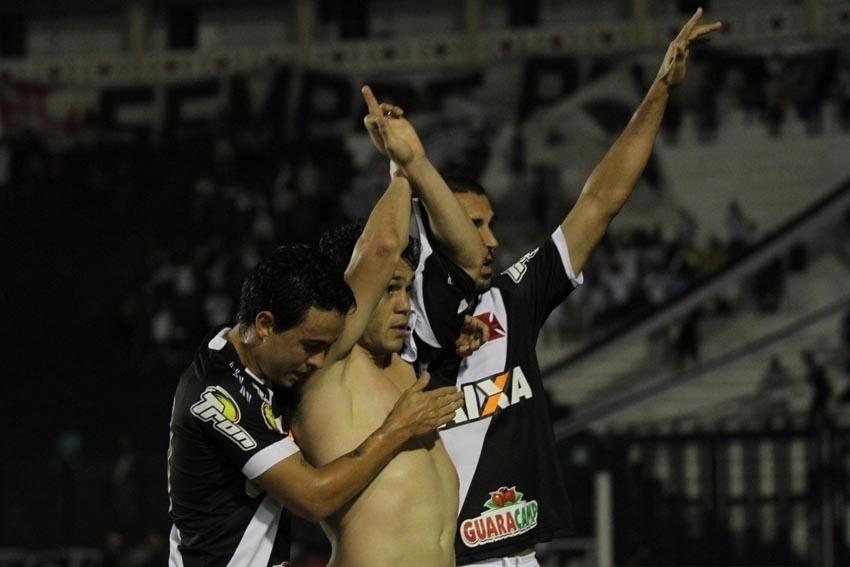 Kleber comemora gol do Vasco contra o ABC pela Copa do Brasil