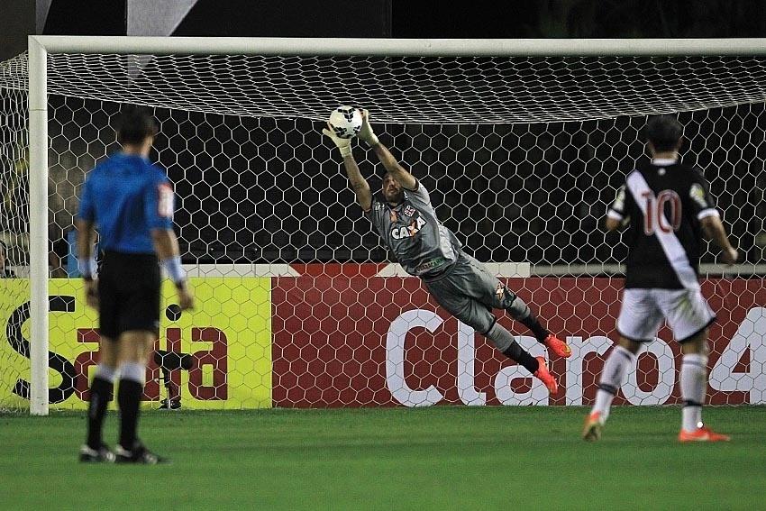 Martin Silva se estica e evita gol do ABC contra o Vasco na Copa do Brasil