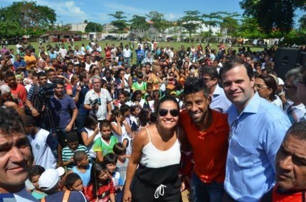 Léo Moura faz campanha para o candidato a deputado estadual André Lazaroni