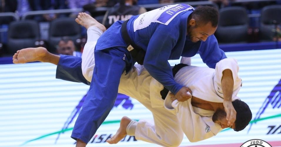 http://imguol.com/c/esporte/2014/08/28/o-quarto-dia-do-mundial-de-judo-teve-as-categorias-ate-63-kg-no-feminino-e-ate-81-kg-no-masculino-1409225100625_956x500.jpg