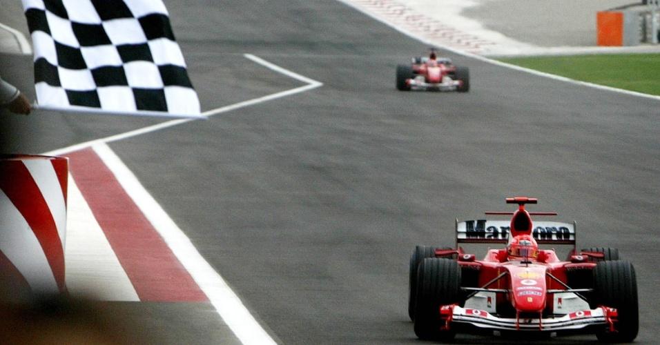 Entre as 13 vitórias de 2004, Schumacher conquistou o 1º GP do Bahrein da história