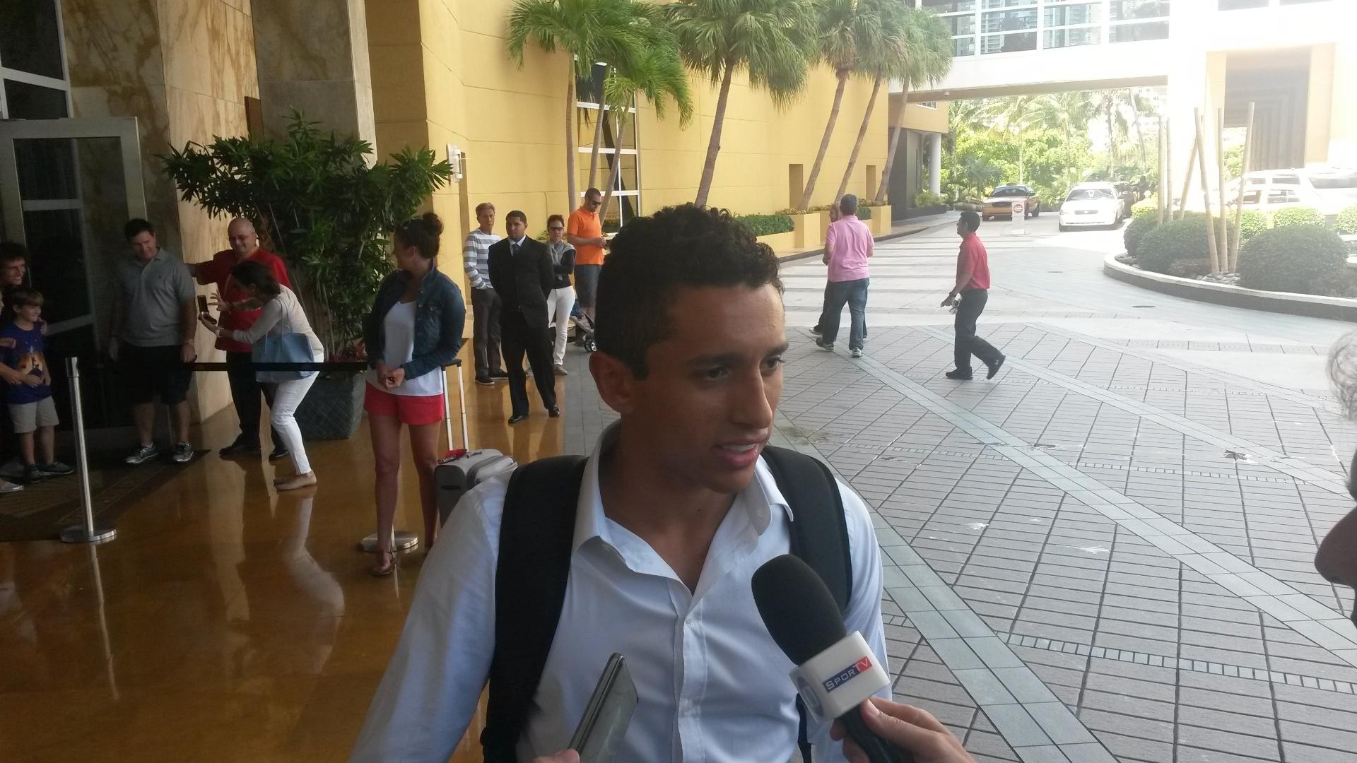 01. set. 2014 - Jogadores da seleção brasileira chegam a hotel, em Miami