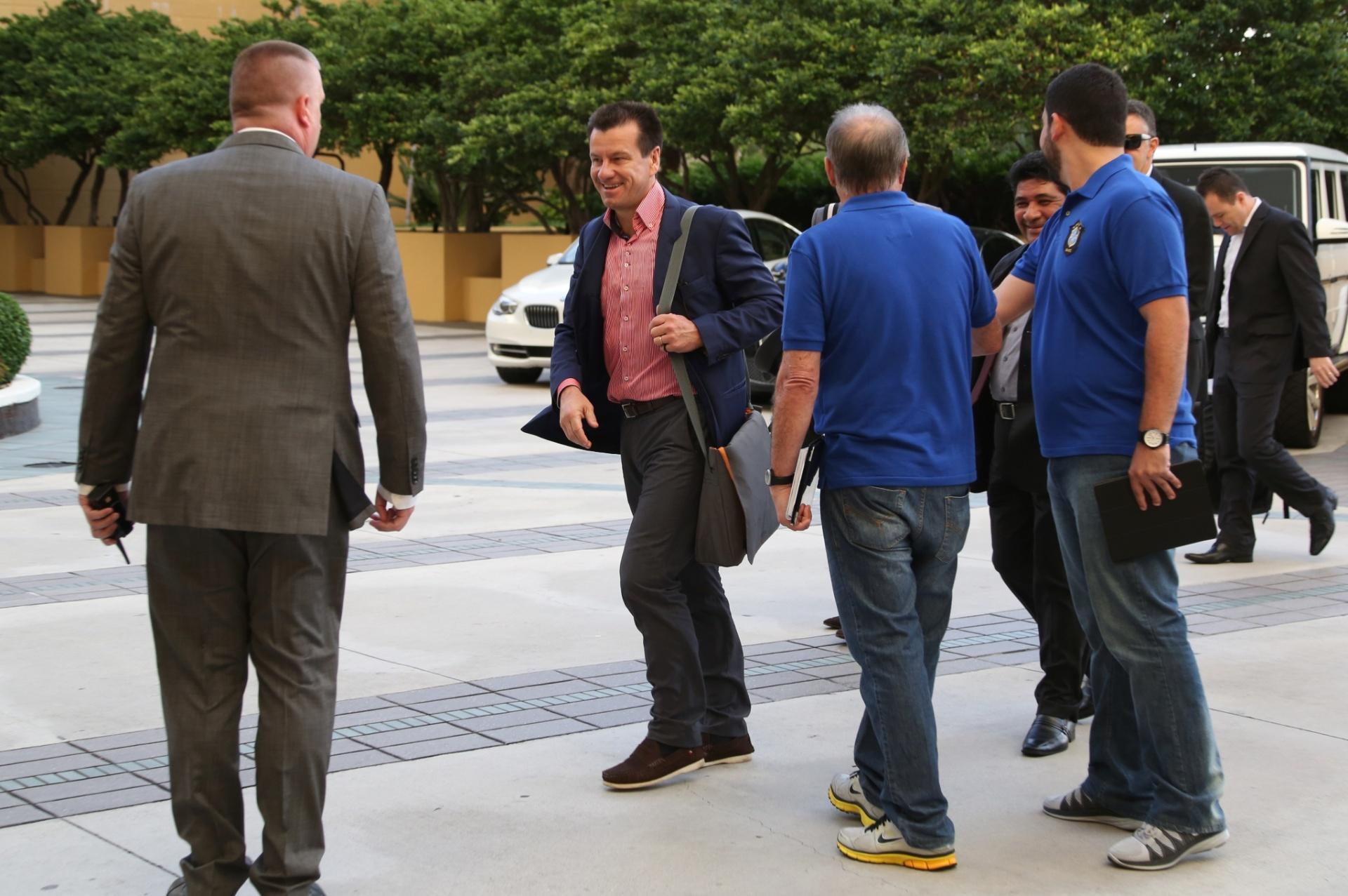 01. set. 2014 - Técnico Dunga chega ao hotel da seleção brasileira, nos Estados Unidos. Brasil enfrenta a Colômbia, em amistoso em Miami, na próxima sexta (5)