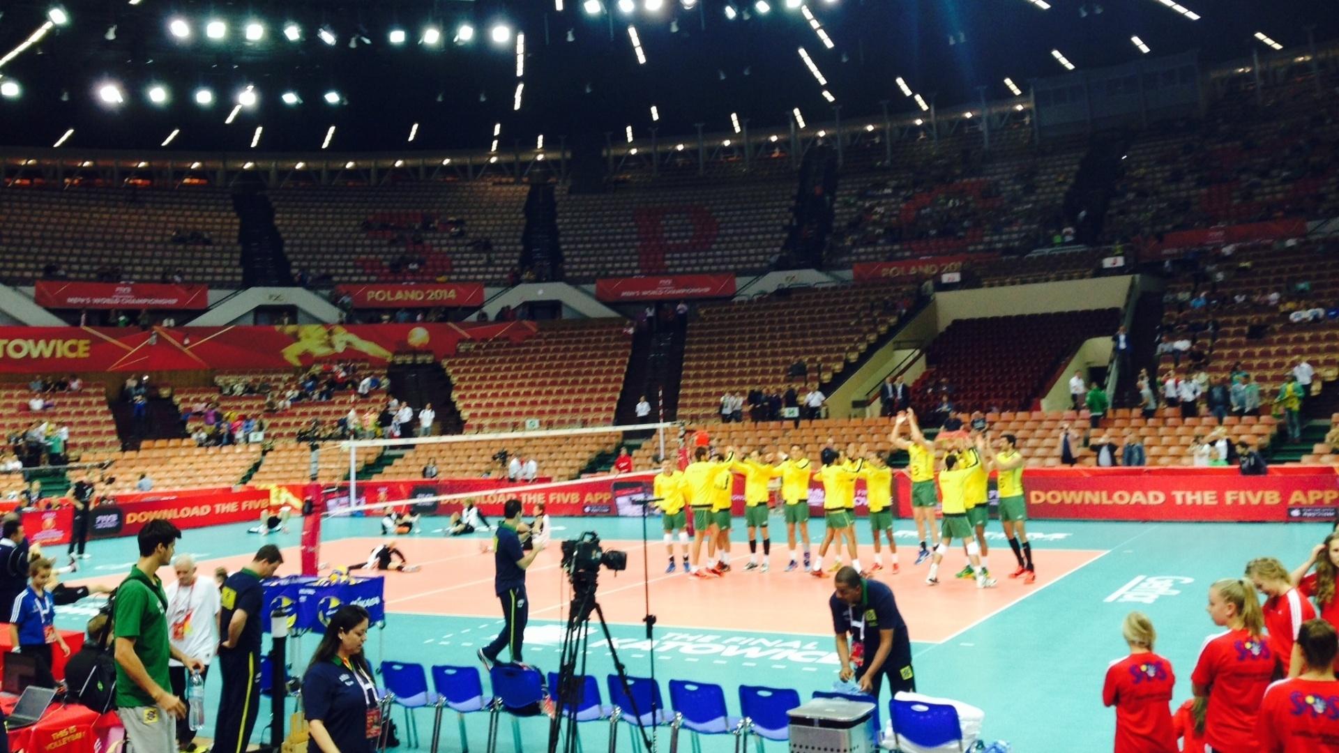 01.set.2014 - Jogadores brasileiros são apresentados antes da partida contra a Alemanha