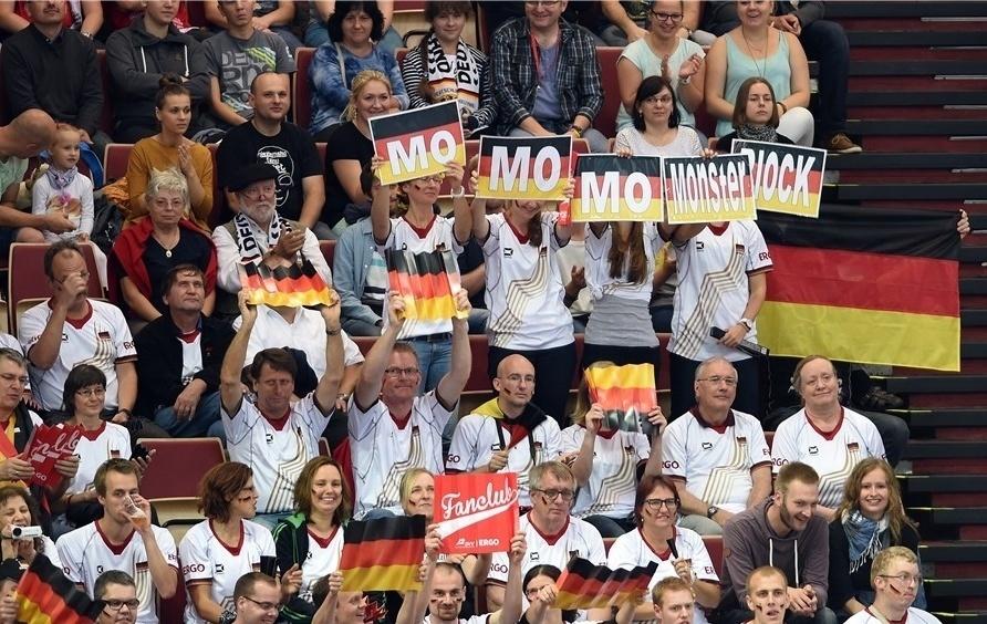 01.set.2014 - Torcedores alemães também comparecem para a partida contra o Brasil